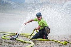 Přeshraniční setkání složek integrovaného záchranného systému proběhlo 1. září u Tanvaldského Špičáku v Albrechticích v Jizerských horách. Na snímku je soutěž v požárním útoku.