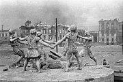Fontána s názvem Dětský tanec ve zničeném Stalingradu