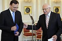 Prezident Václav Klaus v pátek 4. června 2010 pověřil lídra ODS Petra Nečase jednáním o sestavení většinové vlády.