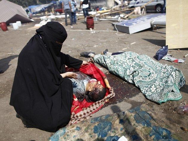 Krvavé násilí. V Egyptě zemřely po demonstracích stovky lidí.