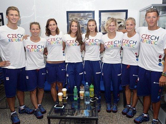 Plavci (zleva) Pavel Janeček, Jana Pechanová. Barbora Závadová, Lucie Svěcená, Barbora Seemanová, Martina Moravčíková, Simona Baumrtová, Jan Micka.