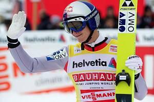 Olympijský šampion Thomas Morgenstern se raduje z dalšího vítězství.