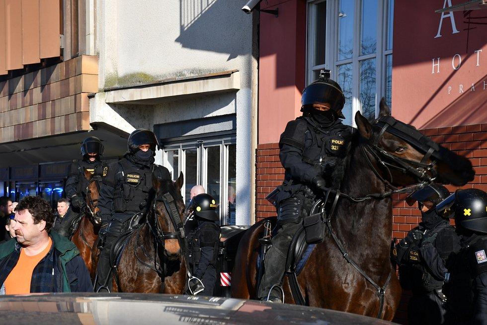 Koně mají u policie náročnou práci, a ne každý policista se pro spolupráci s těmito ušlechtilými tvory hodí.
