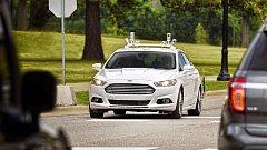 Ford je jednou z automobilek, která se autonomnímu řízení pečlivě věnuje.