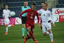 Patrik Schick (v červeném) proti Lotyšsku.