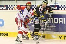 Hokejisté Budějovic (v bílé) proti Litvínovu.