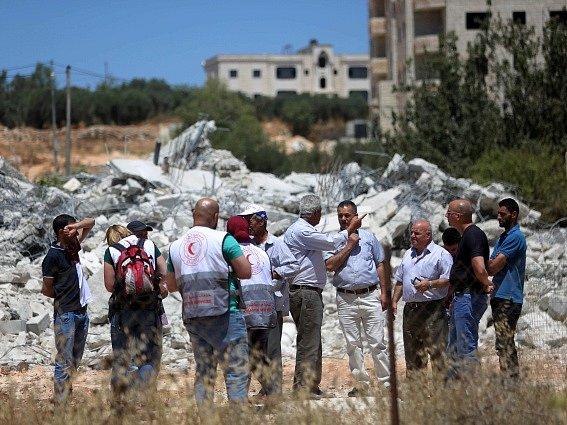 Jednou ze zničených staveb byla i dvoupatrová budova, o střechu nad hlavou tak přišlo 44 lidí, včetně 11 dětí.