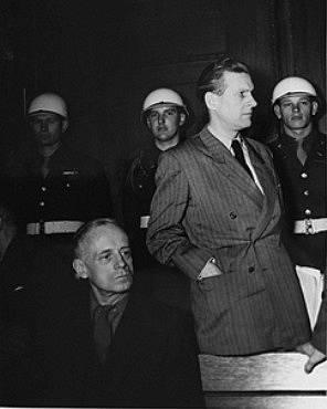 Joachim von Ribbentrop při svém vystoupení před Mezinárodním vojenským tribunálem v Norimberku