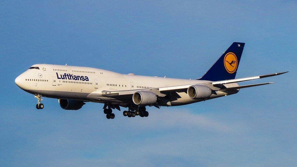 8. Boeing 747-8.