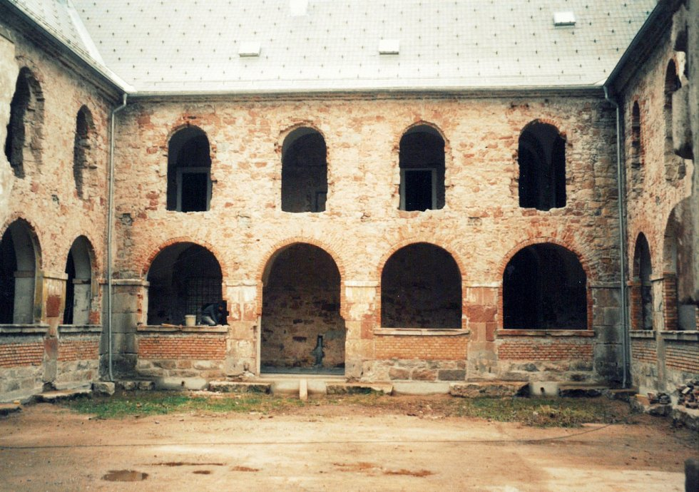Klášter v Hostinném