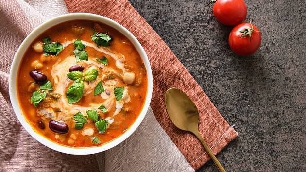 Zelenino-luštěninová polévka.