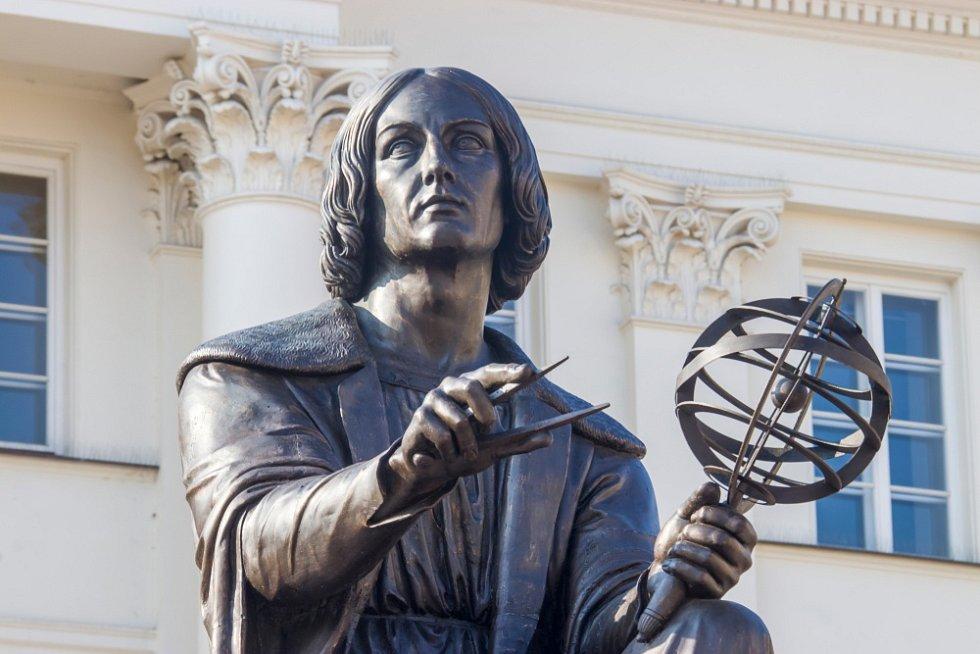 Socha Mikuláše Koperníka ve Varšavě.