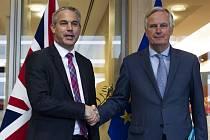 Unijní brexitový vyjednávač Michel Barnier (vpravo) se  svým britským protějškem Stephenem Barclaym před schůzkou v Bruselu 11. října 2019.