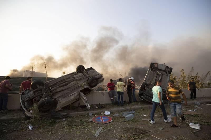 V libanonském Bejrútu explodoval sklad s  vysoce výbušným dusičnanem sodným.