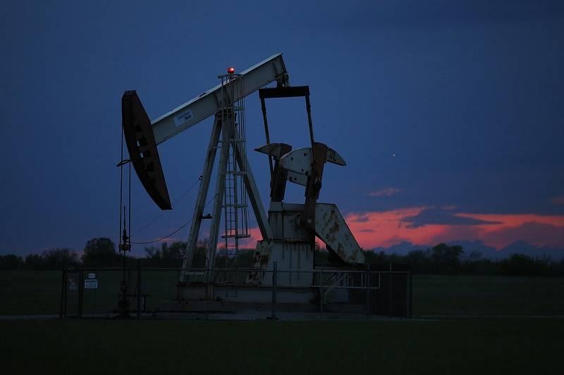 Cena ropy se v dubnu dostala do záporných hodnot