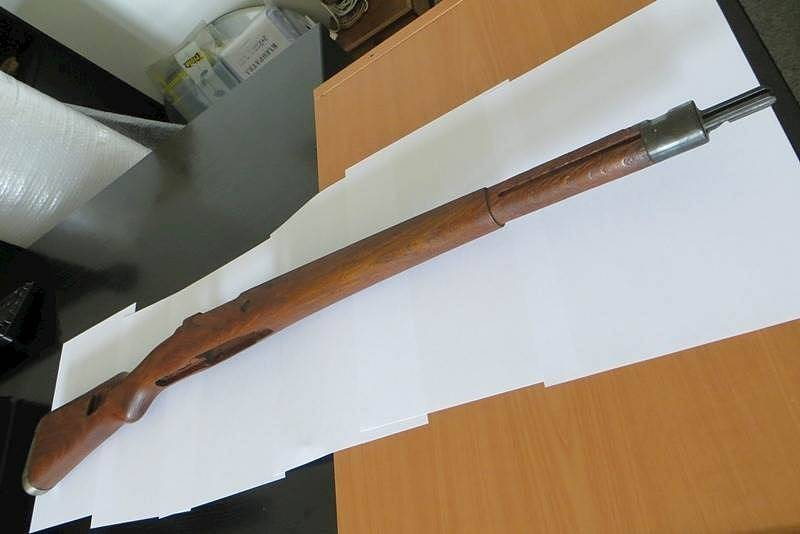 Pažba pušky Mauser, nabízená státem v aukci