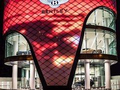Bentley v Dubaji otevřelo svůj největší showroom.