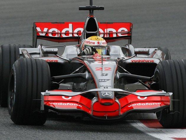 Lewis Hamilton při tréninku ve Španělsku.