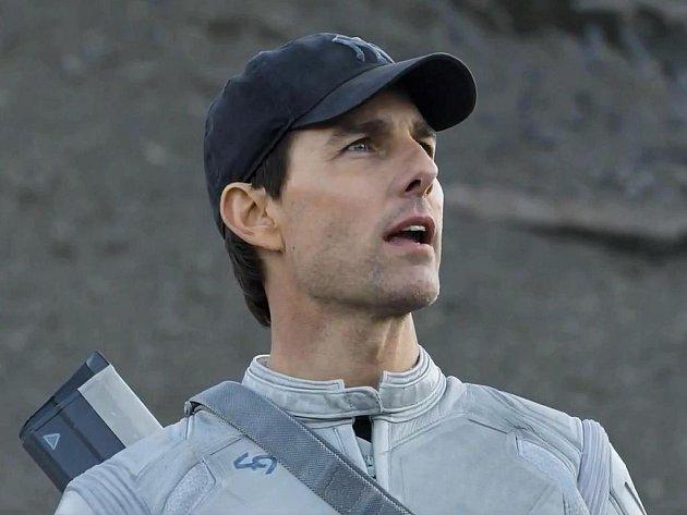 """NEVĚDOMÍ. Jack (Tom Cruise) musí v nové sci fi Josepha Kosinskiho projít dvěma milostnými vztahy a bitvou s """"vetřelci"""", než dosáhne svého cíle."""