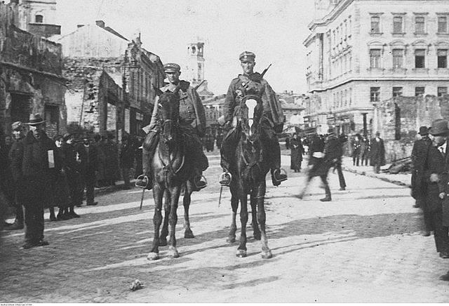 Polské jezdectvo v ulicích Stanislavova