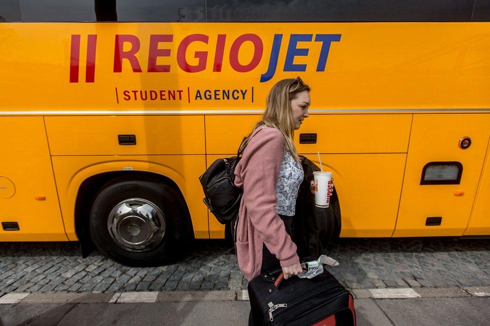 Tisková konference Student Agency a RegioJet ke změně marketingové značky žlutých autobusů na RegioJet a představení autobusů nové generace, které vyjedou poprvé v Evropě pod značkou RegioJet, proběhla 4. dubna v Praze.