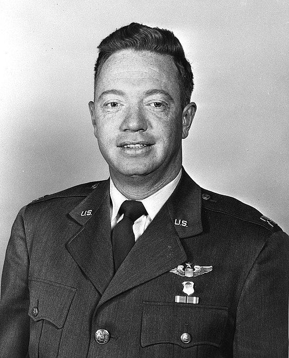 Joseph W. Kittinger ještě v hodnosti kapitána, později se stal plukovníkem