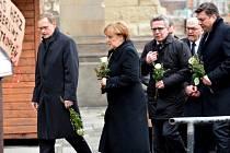 Německá kancléřka Angela Merkelová dnes navštívila vánoční trh na berlínském náměstí Breitscheidplatz, který se v pondělí večer stal terčem útoku.