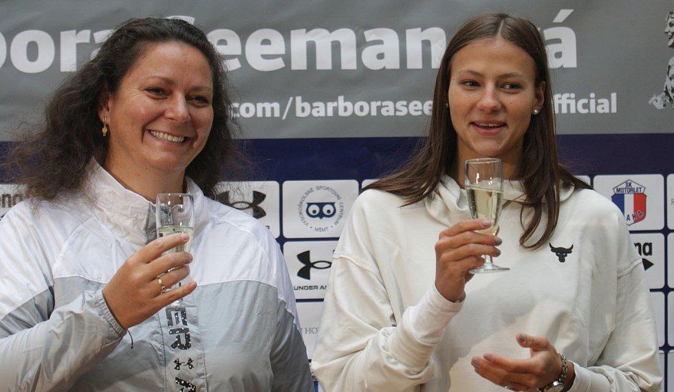 Barbora Seemanová s trenérkou Petrou Škábovou.