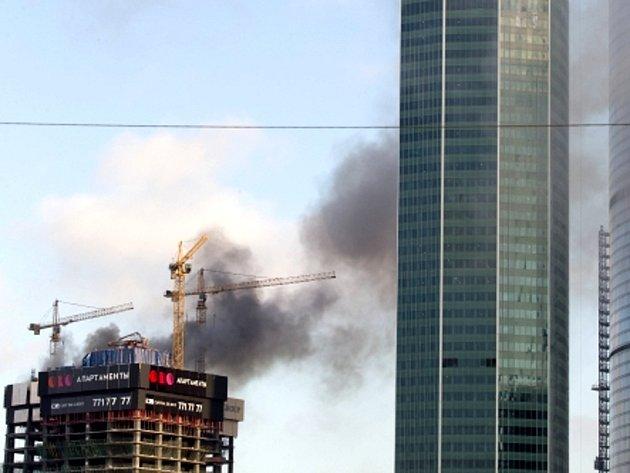 Požár výškové budovy v Moskvě.