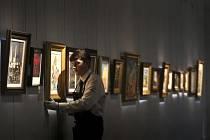 Obrazy českých mistrů v síni Sotheby's.