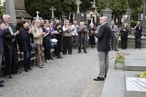 U hrobu novináře Ferdinanda Peroutky v Praze se konalo 16. dubna vzpomínkové setkání při příležitosti výročí jeho úmrtí (20. dubna 1978). K přítomným promluvil držitel Ceny Ferdinanda Peroutky Jiří Peňás.