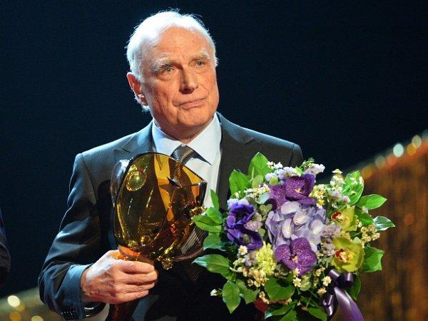Cenu Thálie za celoživotní herecko-pěvecké mistrovství vkategorii muzikál-opereta převzal 26.března vPraze Ladislav Županič.