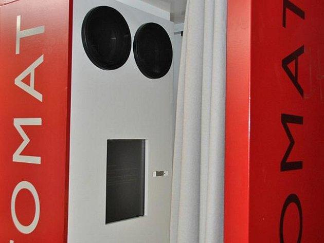 Za slovem božím už nemusejí věřící v Německu jen do kostelů. K rozjímání mohou využít i modlitební automaty, které mají v repertoáru na 300 modliteb v 65 jazycích.