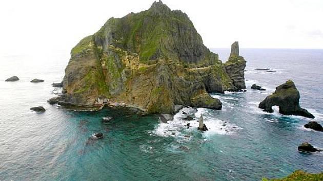 Souostroví Tokdo (korejsky)/ Takešima (japonsky) v Japonském moři.