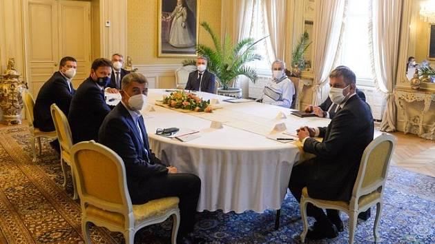 Schůzka nejvyšších ústavních činitelů k zahraniční politice
