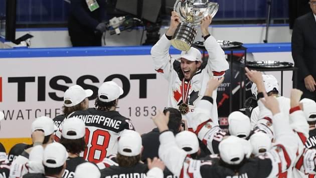 Kanadský jásot s pohárem.