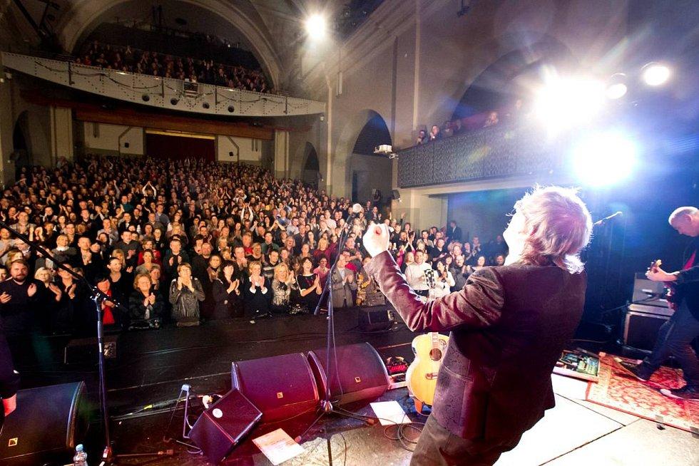Včerejším koncertem v pražské Hybernii Miro Žbirka úspěšně zakončil českou část vyprodaného Vánočního Best of Video Tour.