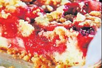 Drobenkový koláč s jahodami