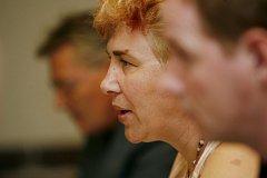 18.9. 2007 se konala TK k rozhodnutí vlády, zda podpoří Prahu, nebo menší města a obce. Starostové požadují celostátní referendum o olympiádě.(na fotografii Jana Juřenčáková - senátorka)