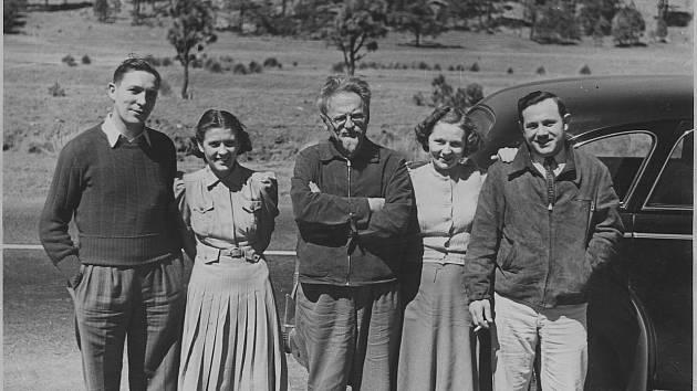 Trockij s americkými obdivovateli v Mexiku nedlouho před svým zavražděním, 1940