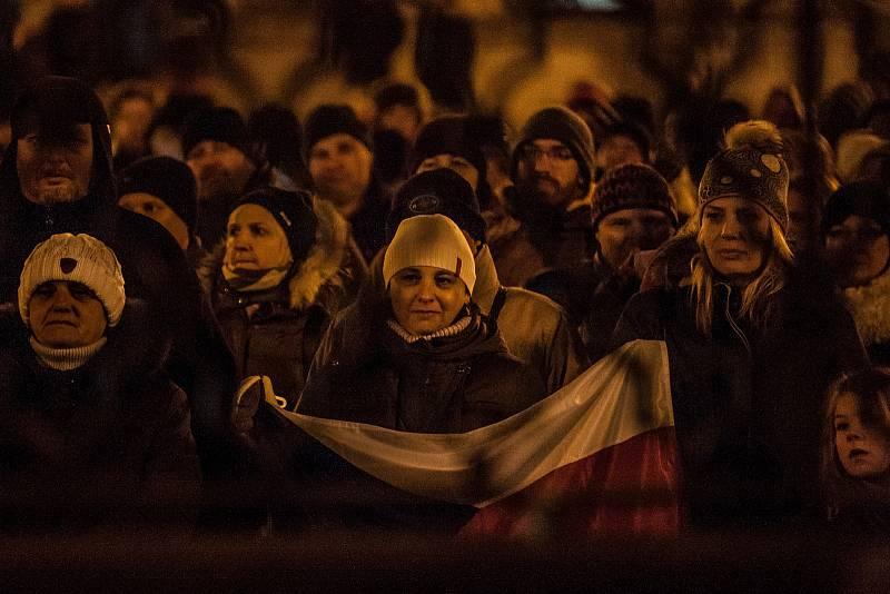 """Demonstrace v reakci na jmenování člena KSČM Zdeňka Ondráčka do čela sněmovní komise pro kontrolu Generální inspekce bezpečnostních sborů (GIBS) proběhla 5. března v Liberci. Protesty pod heslem """"Kdy, když ne teď? Kdo, když ne my?"""" proběhly i v dalších de"""