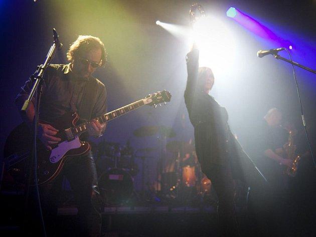 Tichá dohoda na koncertě na Vltavské, z něhož teď vychází živé koncertní dvojalbum.