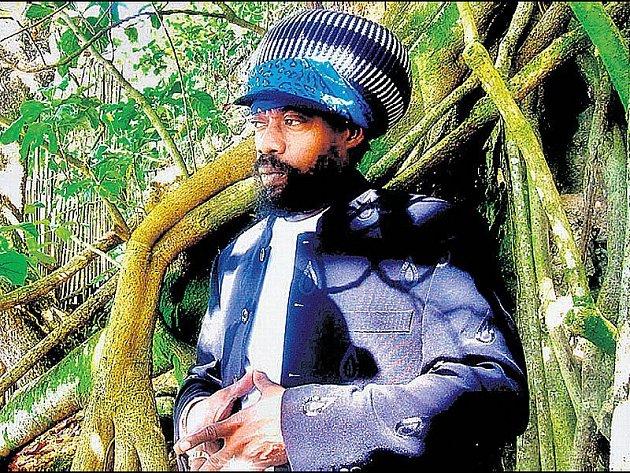 """Michael Rose je jamajským """"zasloužilým umělcem""""."""