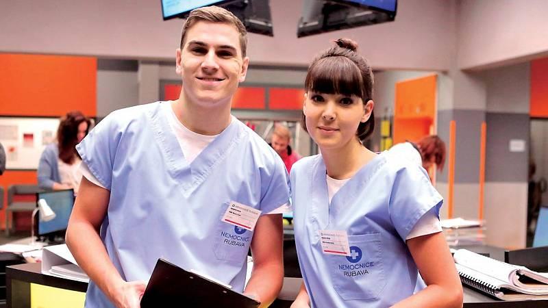 David Gránský jako doktor Maty Bojan v seriálu Primy Modrý kód prožívá složitý milostný vztah s kolegyní Veronikou Jánskou (Vanda Chaloupková).