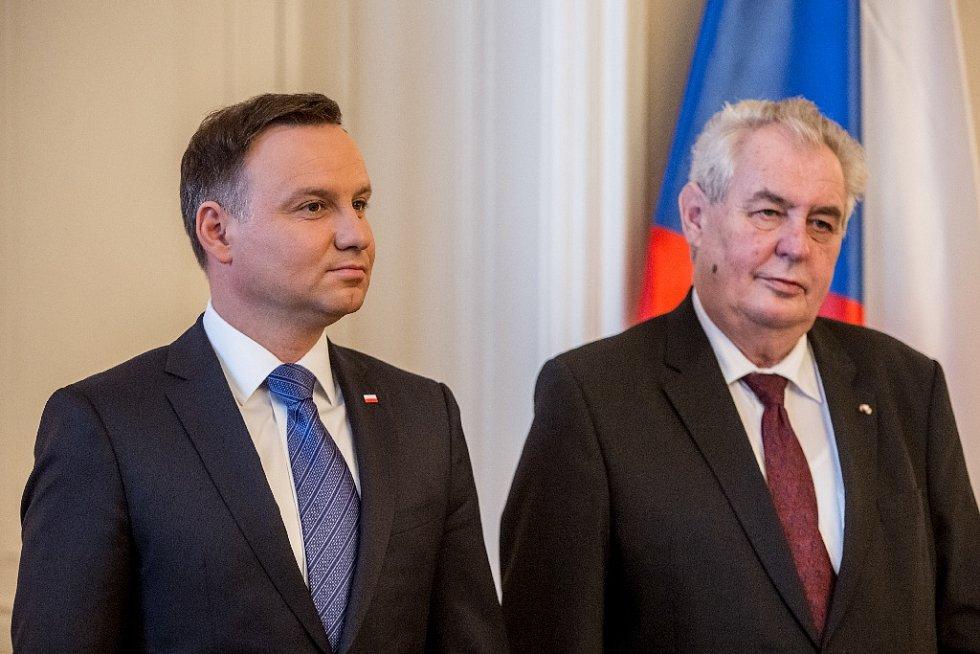 Prezident Miloš Zeman přivítal 15. března na Pražském hradě polského prezidenta Andrzeje Dudu s chotí.