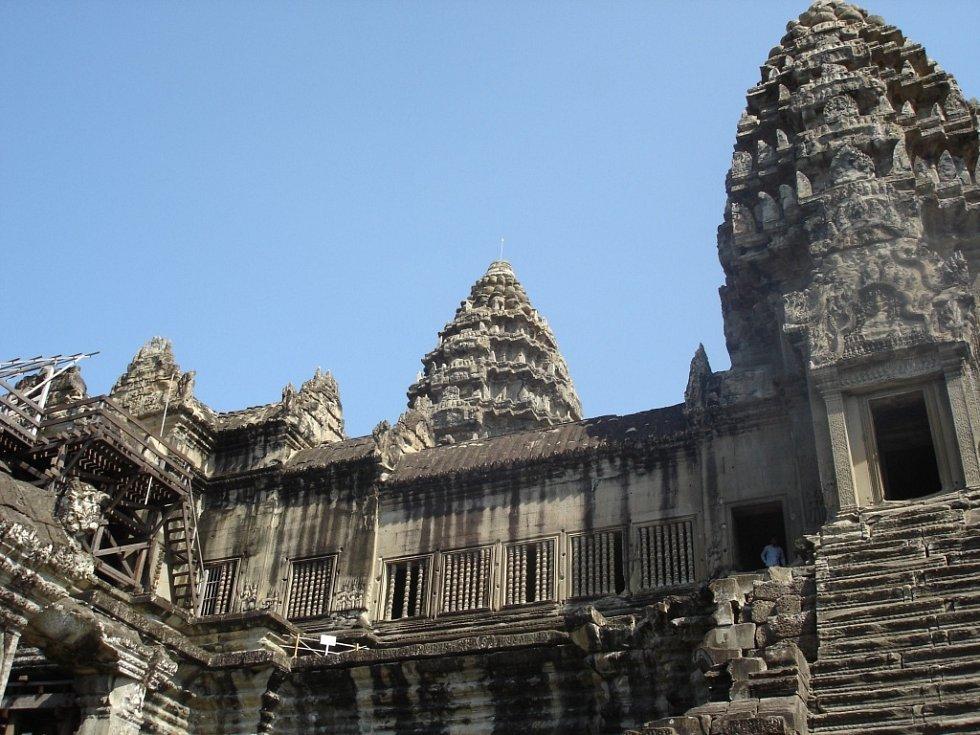 Chrám Angkor Wat v Kambodži je častým místem cestovatelských expedicí.