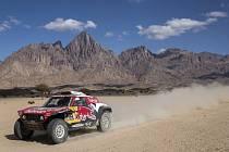Španělský jezdec Carlos Sainz s vozem Mini ve druhé etapě Rallye Dakar.