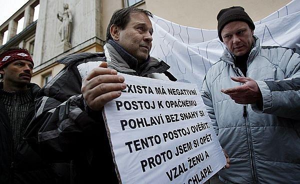 Muži blokovali ministerstvo. Ministr nepřišel