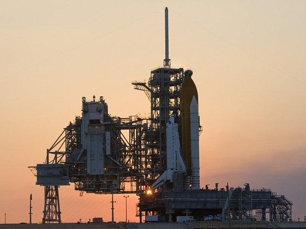 Raketoplán Atlantis připravený ke startu na mysu Canaveral