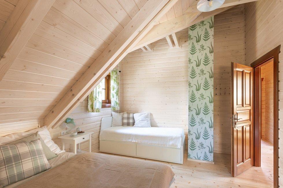 Roubenka U tří skřítků zvítězila ve veřejném hlasování v kategorii interiéry v rámci soutěže Dřevěná stavba roku 2021